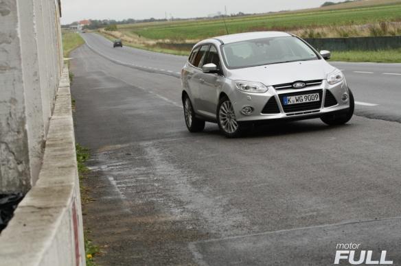 Ford-Focus-Sportbreak-1.6-TDCI-115-CV-Titanium-13