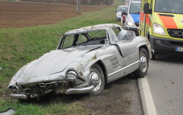 crashed-300-sl