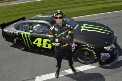 xValentino-Rossi-Nascar-Kyle-Busch_G5-999x664.jpg.pagespeed.ic.A_--WgqydL
