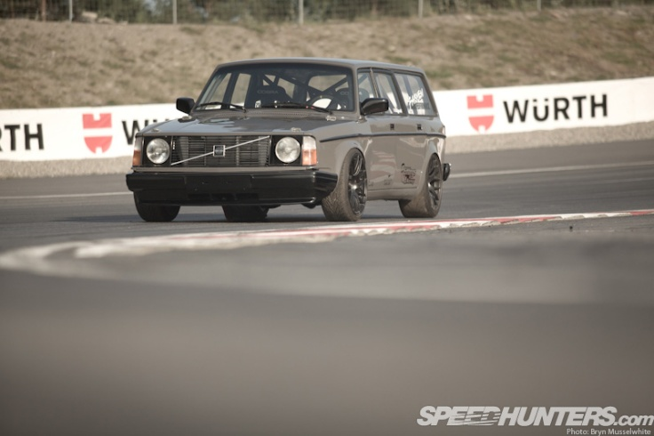 Magnus-Volvo-245-LS-Wagon-1-of-41