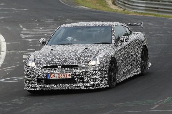 2014-Nissan-GT-R-Nismo-nurburgring-testing-6