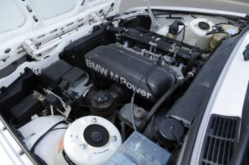 BMW-M3-E30-Ring-Taxi-Baujahr-1987-19-fotoshowImageNew-1cd6c67c-272617