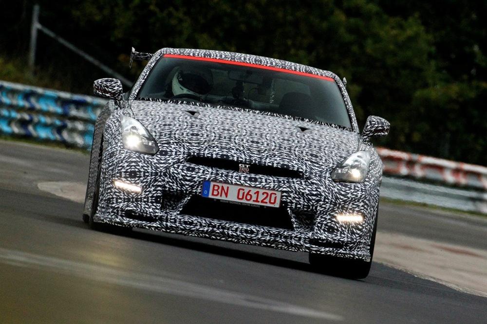 Nissan-GT-R-Nismo-Nurburgring-2[6]