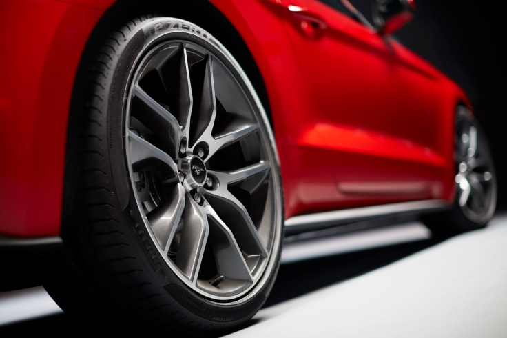 2015-Ford-Mustang-Live-32[2]