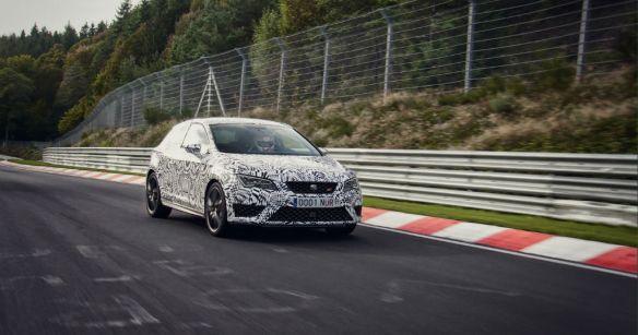 SEAT-Leon-Cupra-280-Nurburgring-Track-Shot-carwitter