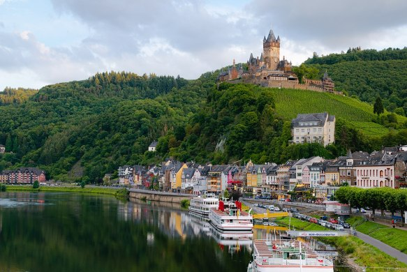1200px-Cochem_and_Reichsburg